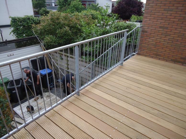 Balkonhekwerk glas - Houten trap monteer ...